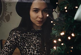 Festliche Mode: 50 tolle Kleider für Weihnachten unter 100 €