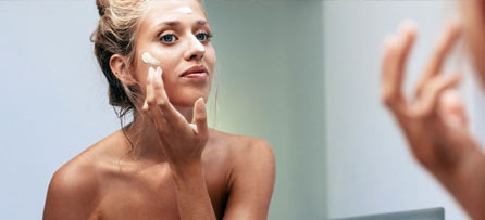 Schöne Haut, die bleibt: Anti-Aging-Tipps für jedes Alter