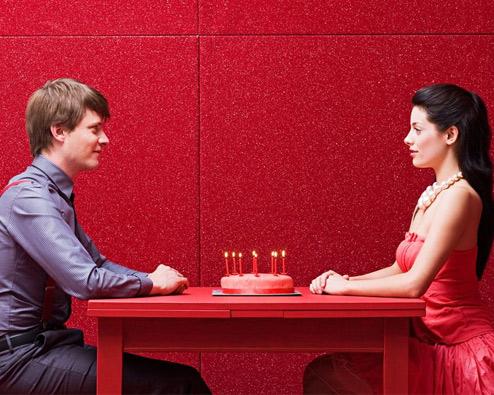 Paar am Tisch
