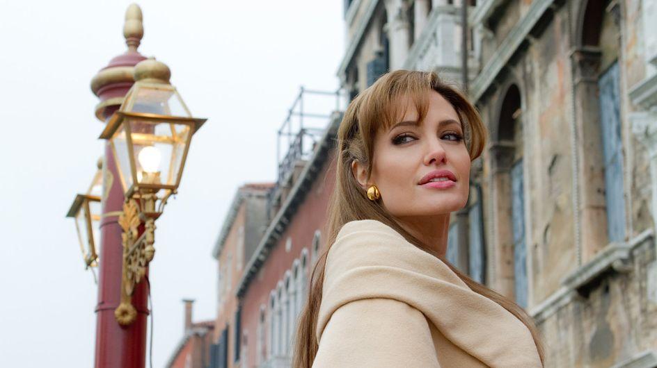 Angelina Jolie : Elle nous ouvre sa trousse de maquillage...