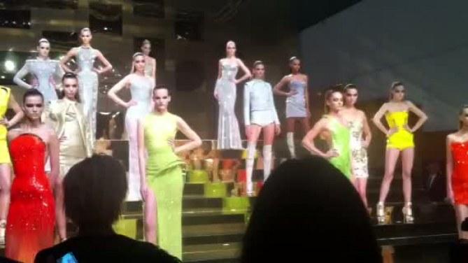 Défilé Versace printemps-été 2012