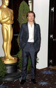 Brad Pitt en Louis Vuitton au déjeuner des Oscars
