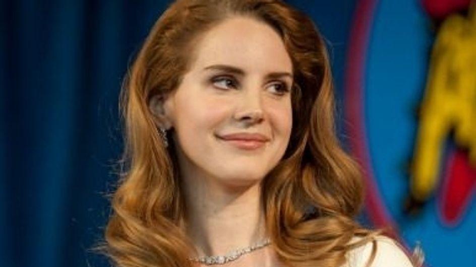 Lana Del Rey : Elle fait sensation en robe Asos
