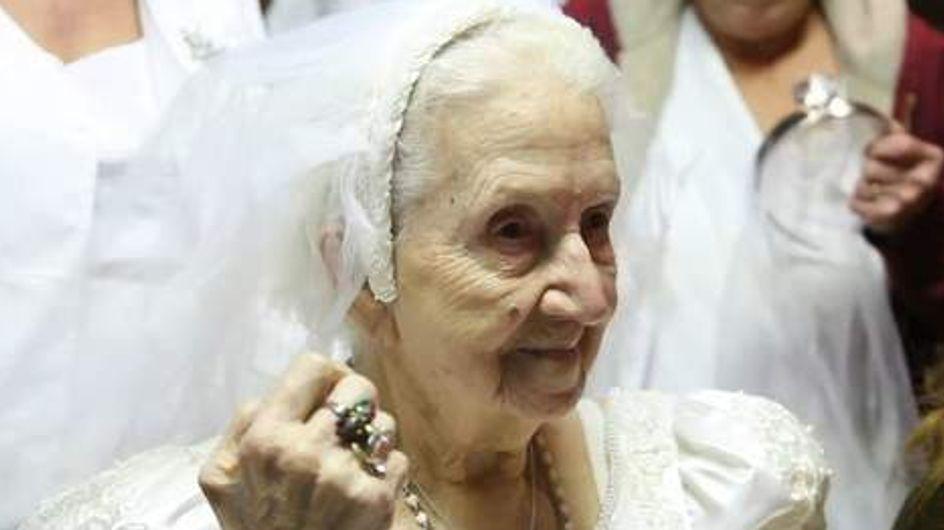 Insolite : Elle se marie le jour de ses 100 ans ! (Vidéo)