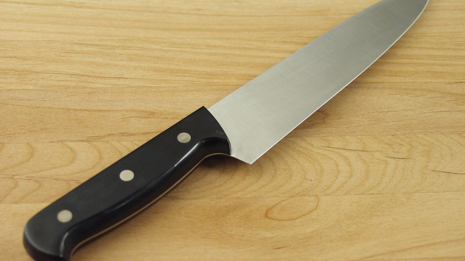 Une femme battue réplique avec un couteau et est envoyée en prison