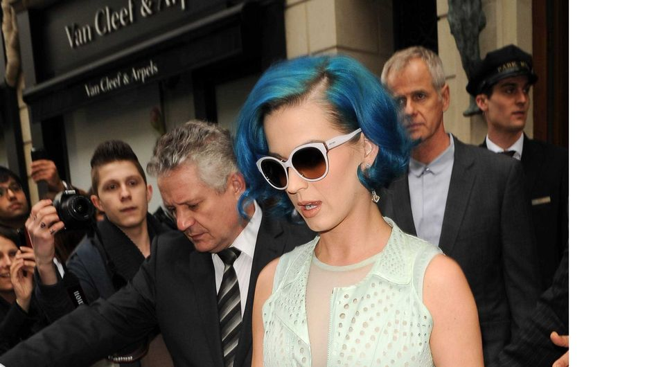 Katy Perry : Elle montre sa culotte à la Fashion Week (Photos)