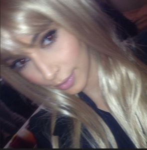 Kim  Kardashian, cheveux, blond