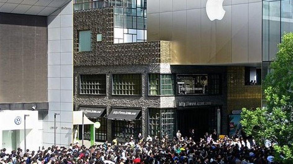 Des Chinois hystériques après la suspension des ventes d'Iphone