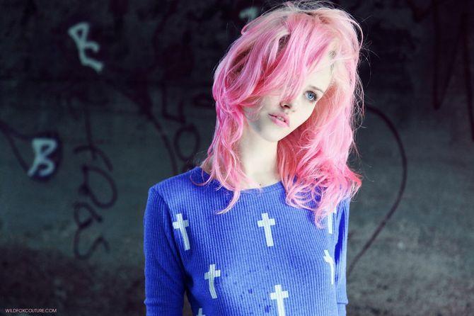 Charlotte  Free, égérie Wildfox, cheveux