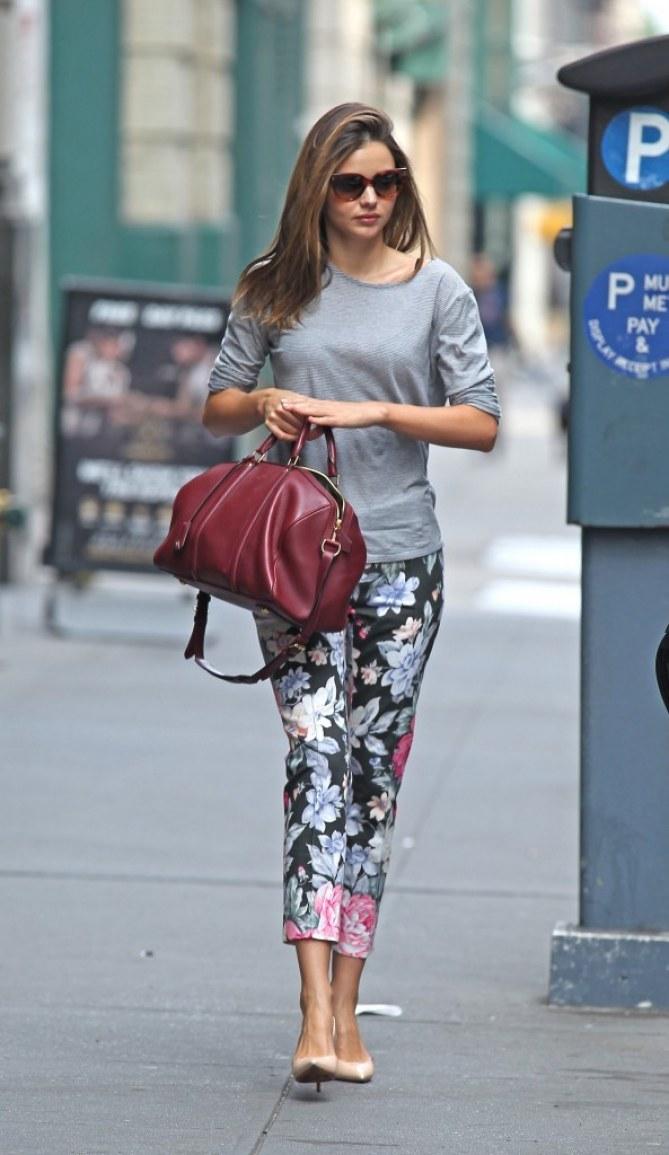 Miranda Kerr pantalon fleurs copier