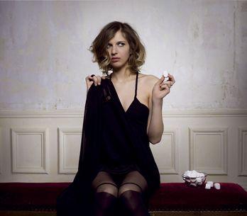 Amandine Bourgeois : Nue dans son clip interactif !