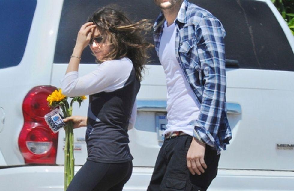 Ashton Kutcher et Mila Kunis : Ils officialisent leur couple et ne se quittent plus !