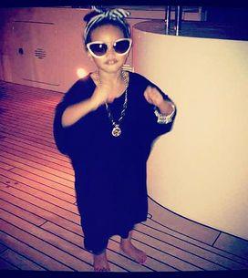Rihanna : Elle a adopté une petite fille ?