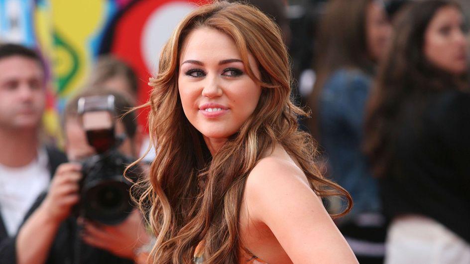 Miley Cyrus : Pour ou contre son jean qui fait clodo ? (Photos)