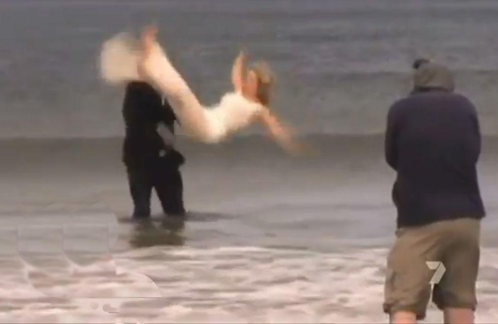 Insolite : Il jette la mariée dans l'eau glacée (Vidéo)
