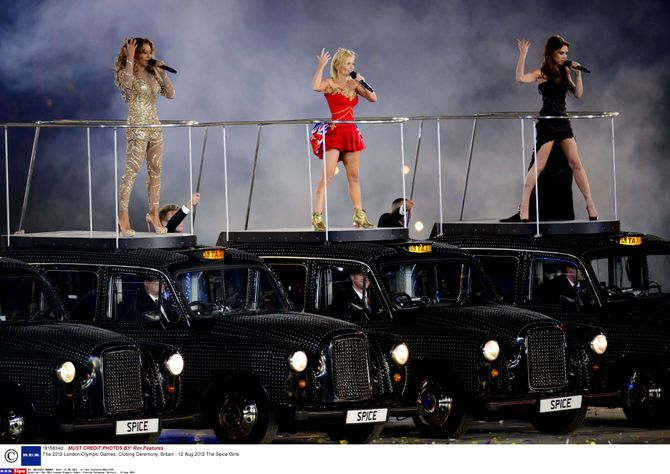 JO 2012 Victoria Beckham Spice Girls performance