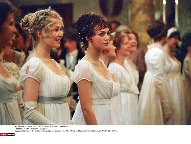 A la fois romantique et bohème, cette robe de bal correspond parfaitement à la jolie actrice. On imagine très bien une robe signée Chanel dans style de celle-ci