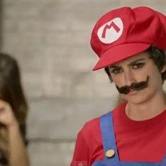 Penélope Cruz : Elle se prend pour Super Mario ! (Vidéo)