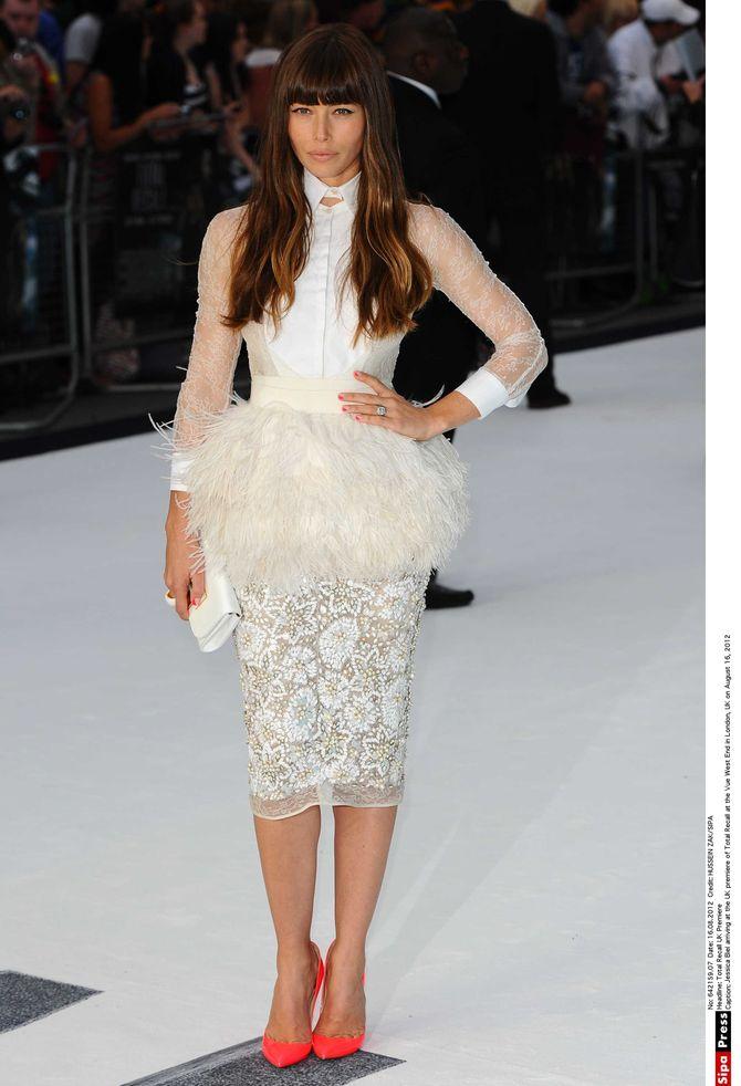 Jessica Biel dans sa robe aux milles et unes matières
