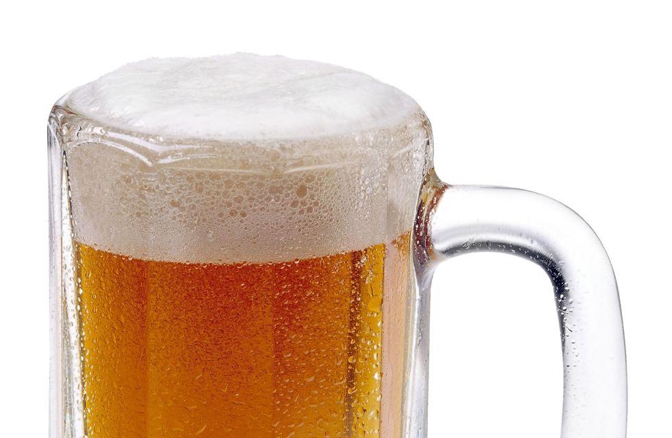 De la bière contre la canicule, une fausse bonne idée ?