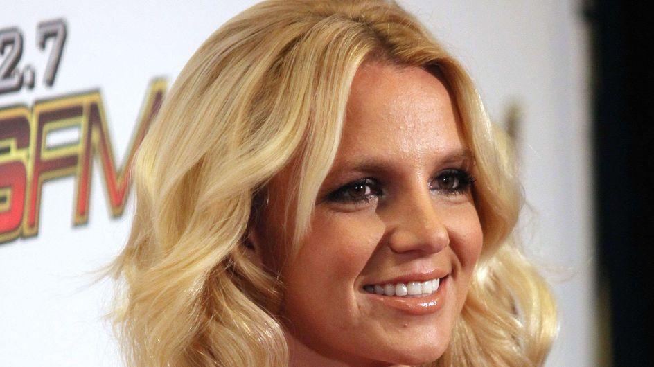 Britney Spears : Sexy dans son bikini blanc (Photos)