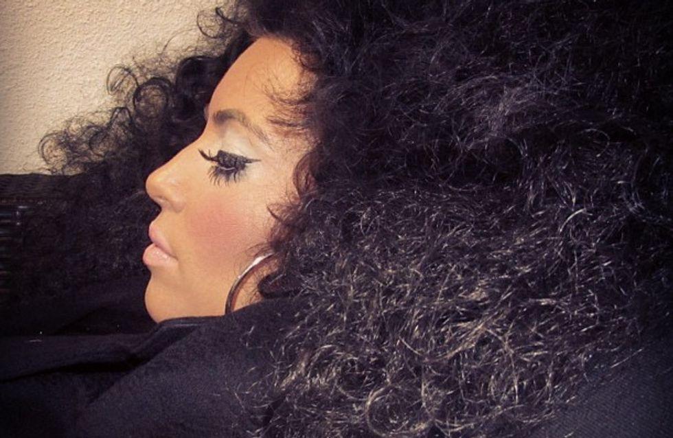 Kim Kardashian : Fini le raide, bonjour les cheveux frisés ! (Photos)