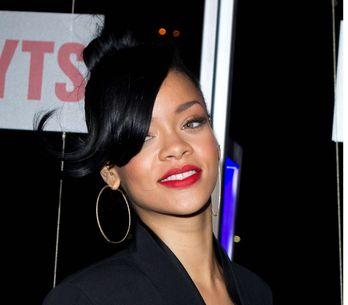 Rihanna : Son nouveau tatouage sur les seins ! (Photos)