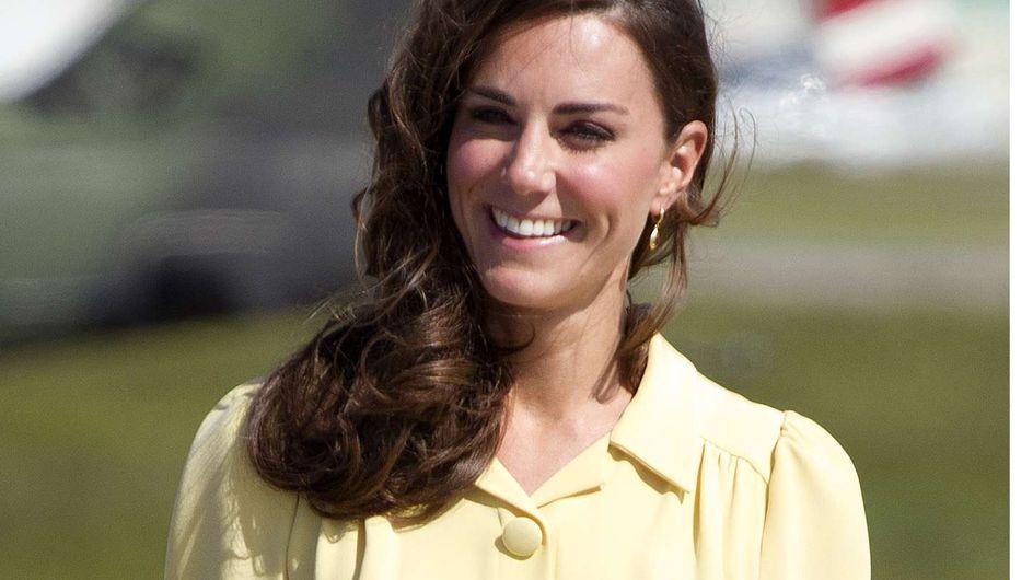"""Kate Middleton : Closer, obligé de """"remettre"""" ses clichés topless à la famille royale"""