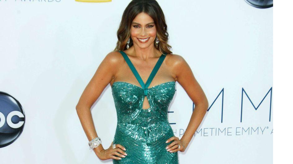 Sofia Vergara : Sa robe sexy qui craque au niveau des fesses ! (Photos)