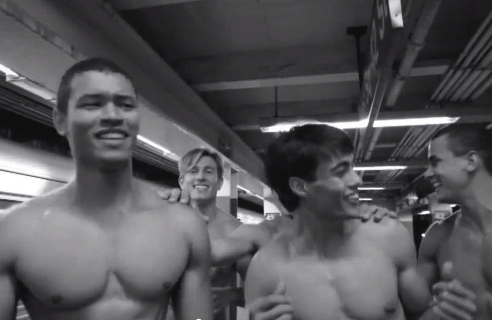 Abercrombie & Fitch : Leurs mannequins chantent à moitié nus sur Call Me Maybe... (Vidéo)