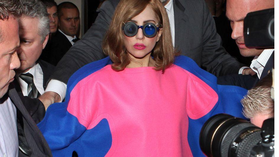 Lady Gaga : Sa robe improbable à Paris (Photos)