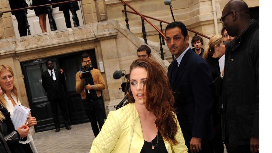 Kristen Stewart : Son look au top au défilé Balenciaga (Photos)