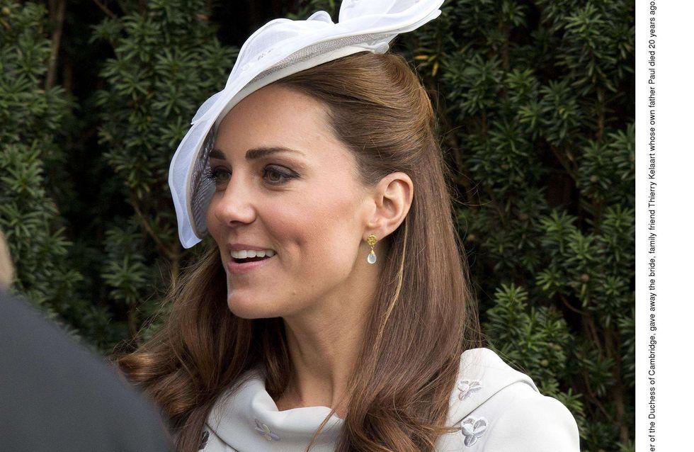 Kate Middleton : Mariage en robe bleu pâle (Photos)