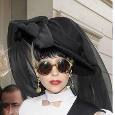 Lady Gaga : Elle pose seins nus !