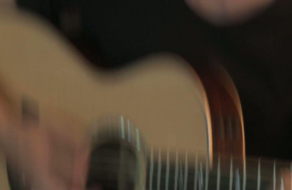 """Baptiste Giabiconi : Il chante en exclu pour nous son single """"L'amour et les étoiles"""" (Vidéo)"""