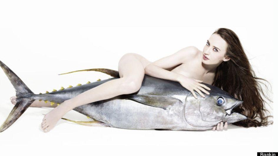 Lizzy Jagger : La fille de Mick Jagger pose nue sur un poisson géant (Photos)