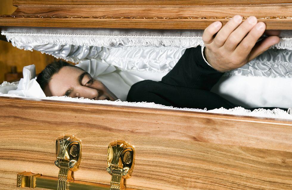 Le soi-disant mort débarque bien vivant à sa veillée mortuaire