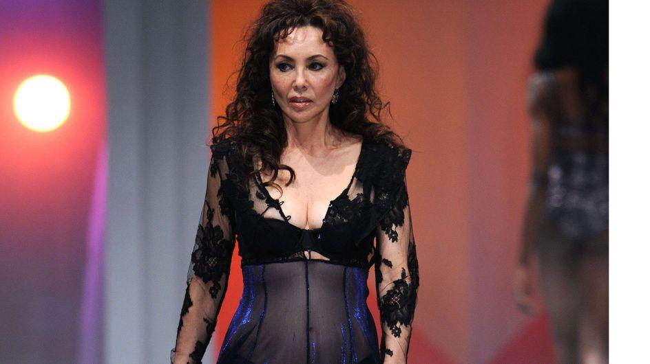 Insolite : A 60 ans, elle défile en lingerie ! (Photos)