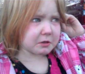 Bronco Bamma Girl : La petite fille en pleurs à cause d'Obama et de Romney (Vidé