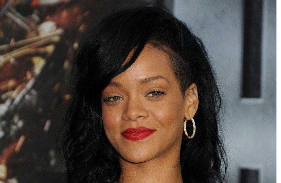 Rihanna pose nue dans son lit... (Photos)