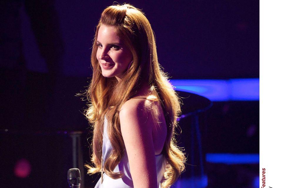 Lana Del Rey : Son look ultra-rétro décrypté (Vidéo)