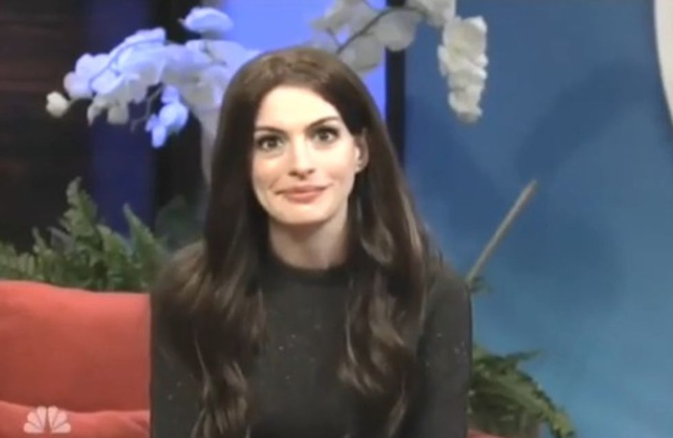 Anne Hathaway se moque de Katie Holmes (Vidéo)