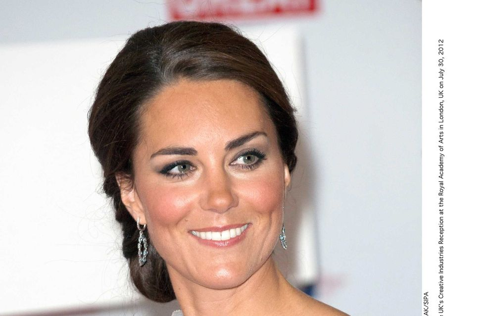 Kate Middleton : En couche-culotte et couverte de mousse