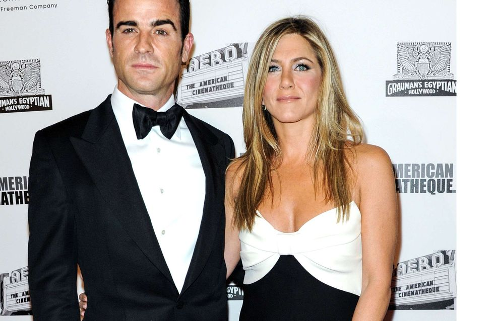 Jennifer Aniston : Rayonnante en robe Valentino (Photos)