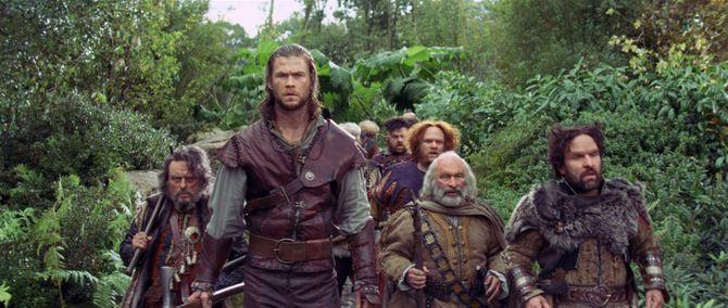 Chris Hemsworth Blanche Neige et le chasseur 2