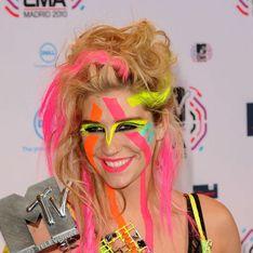 Kesha crée un soutien-gorge fait des dents de ses fans