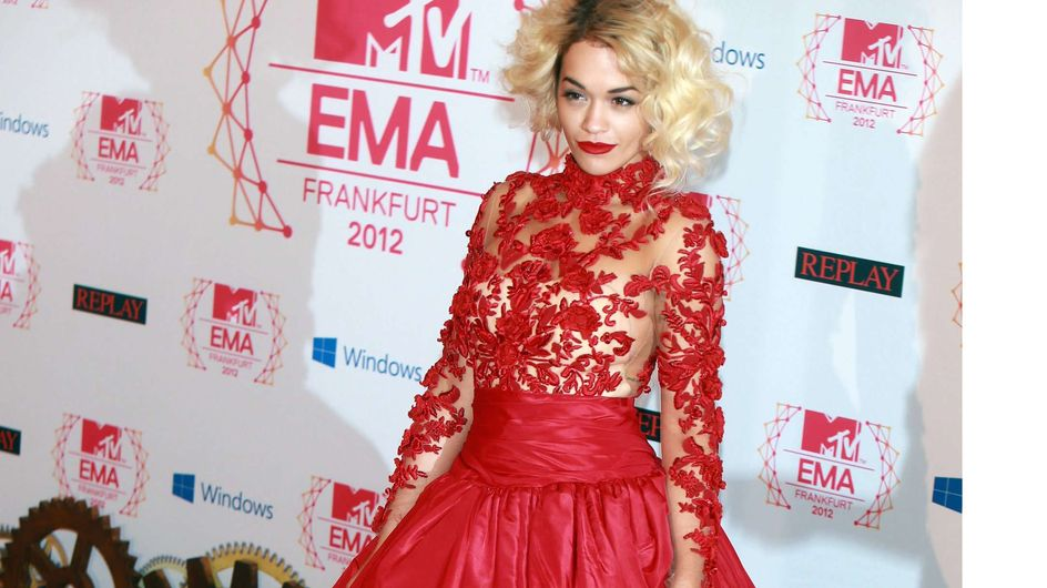 Rita Ora détrône Alexa Chung en devenant égérie Superga