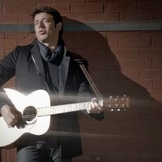 Patrick Bruel dévoile son nouveau clip Lequel de nous (Vidéo)