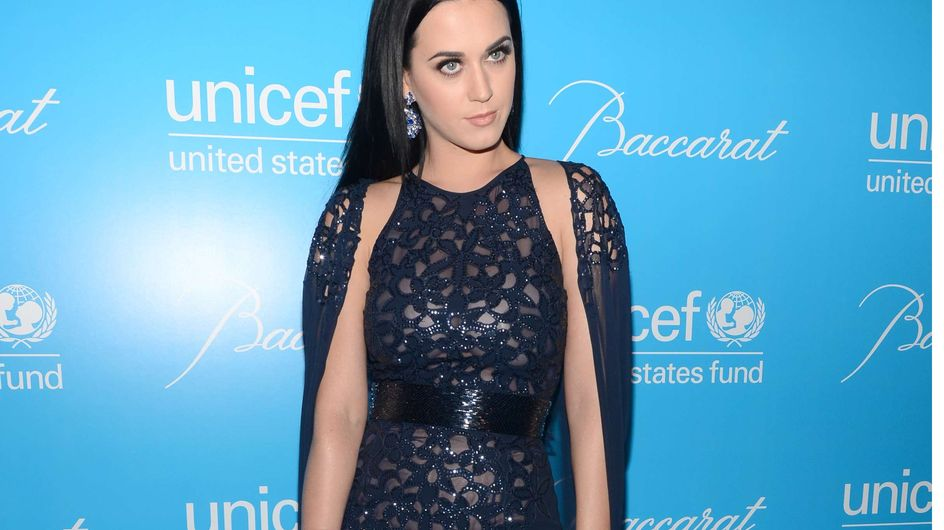 Katy Perry : Sublime dans sa robe-cape scintillante (Photos)