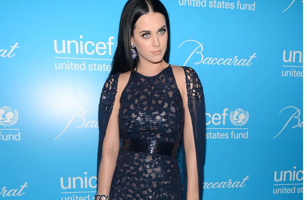 Katy Perry : Sublime dans sa robe-cape scintillante (Photos)